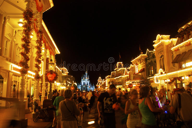 Disney-Welt nachts lizenzfreie stockfotos