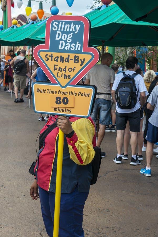 Disney World linie, podróż, czekanie czas, Slinky Psi junakowanie obrazy stock