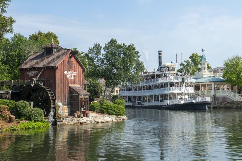 Disney World magiskt kungarike, Tom Sawyer Island, lopp, Florida arkivbild