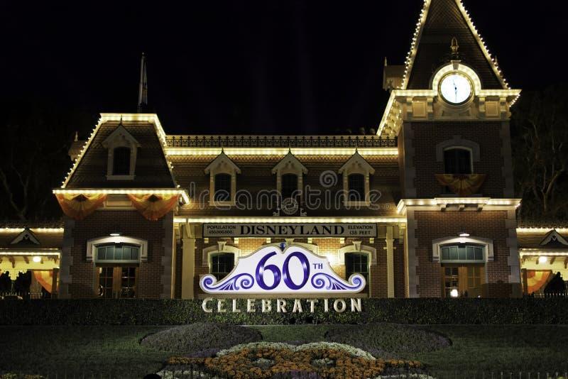 Disneyland Front Entrance alla notte fotografie stock