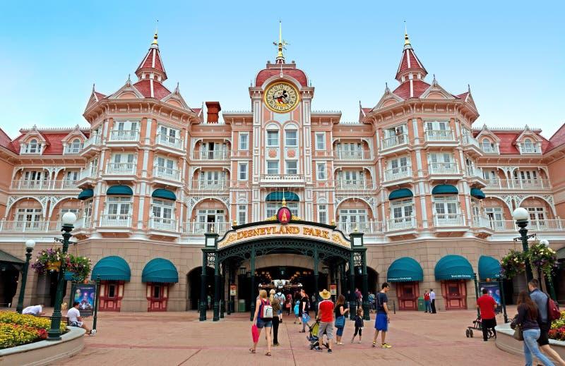 Disneyland - Hoofdingang aan het park stock afbeeldingen