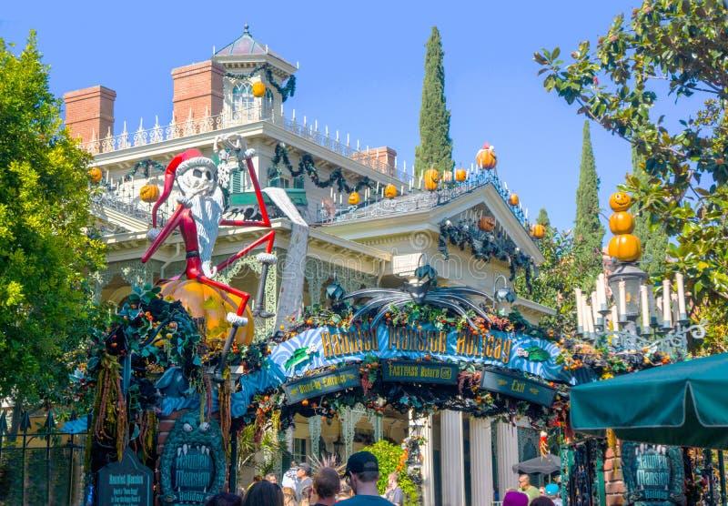 Disneyland Nawiedzał dwór Halloween fotografia royalty free