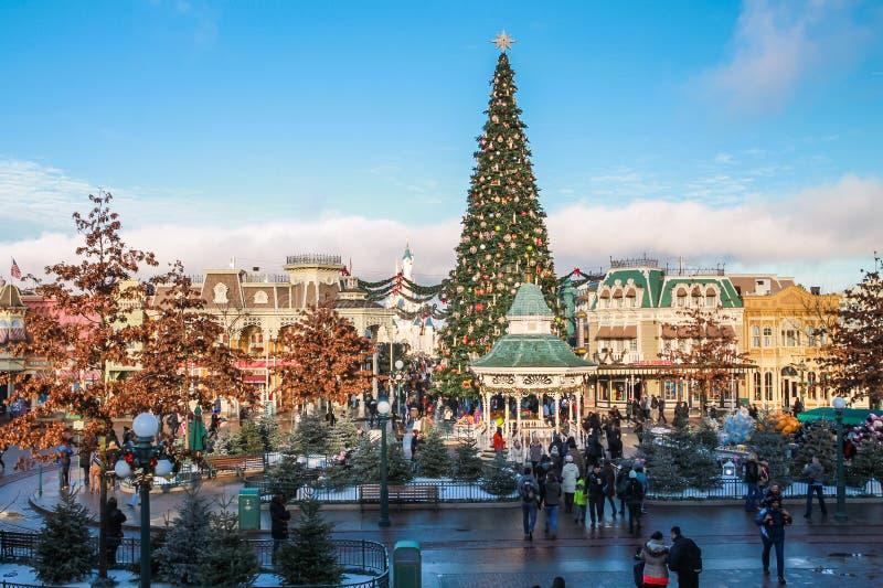 Disneyland Paris under julberömmar royaltyfri fotografi