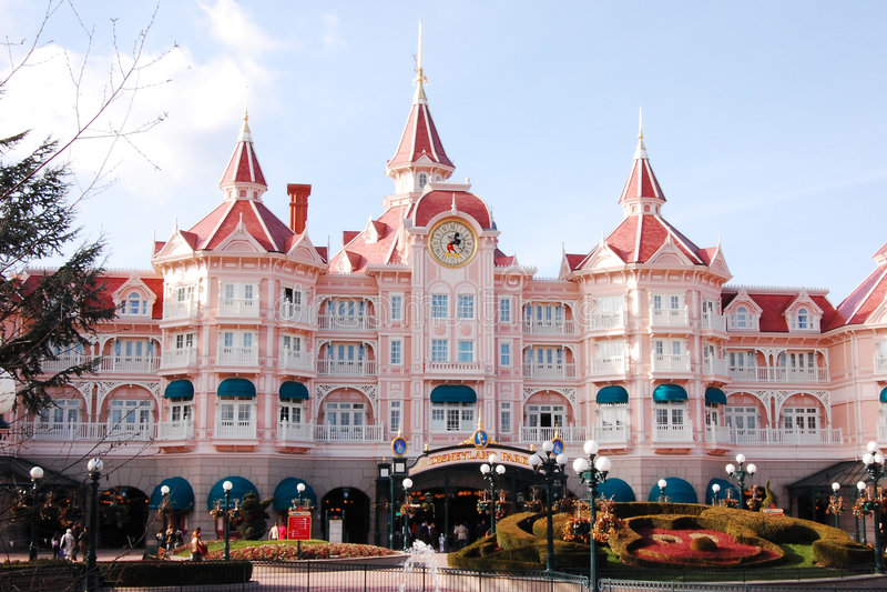 Download Disneyland Park in Paris editorial photo. Image of pink - 9080306