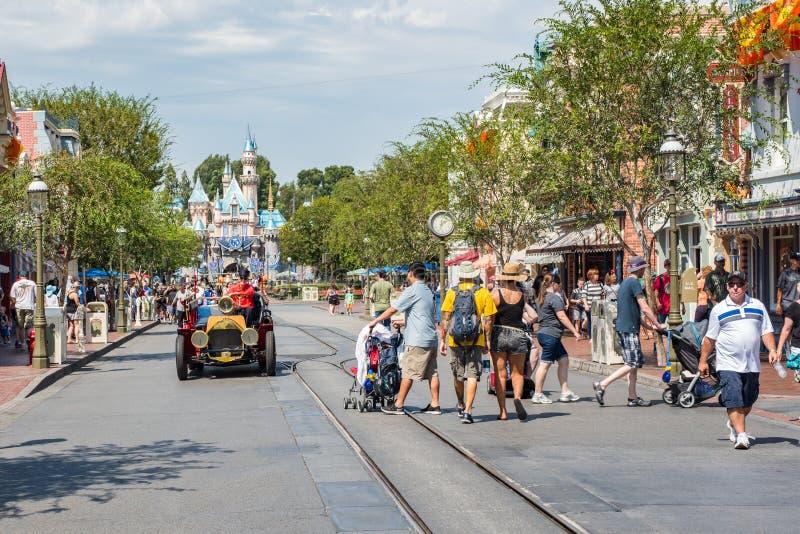 Disneyland ` s Main Street USA i Anaheim, Kalifornien arkivfoton
