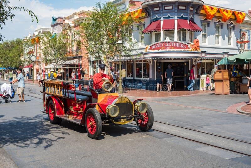Disneyland ` s Main Street USA i Anaheim, Kalifornien royaltyfri fotografi