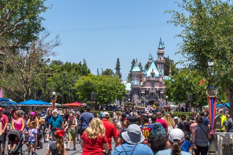 Disneyland-Unterhaltungs-Park, Anaheim, Kalifornien Fröhliche Familienurlaube stockfotografie
