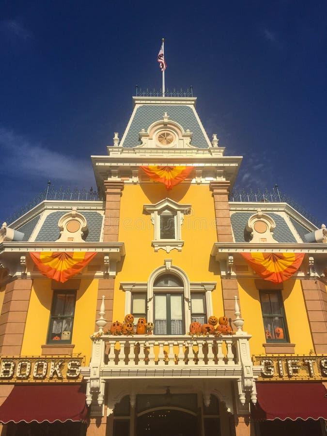 Disneyland voorzijde van de hoofdstraat victorian opslag royalty-vrije stock afbeelding