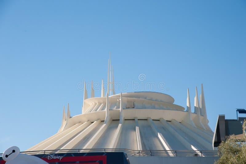 Disneylands Raum-Berg stockfotos