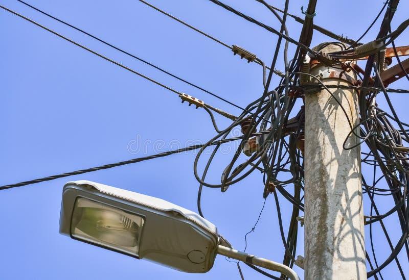 Disordine dei cavi elettrici immagine stock