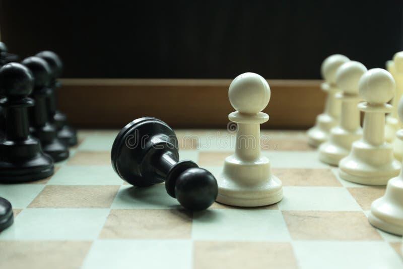 Disparado de mover-se branco da casa da placa de xadrez Líder de negócio Concept Foco seletivo foto de stock royalty free