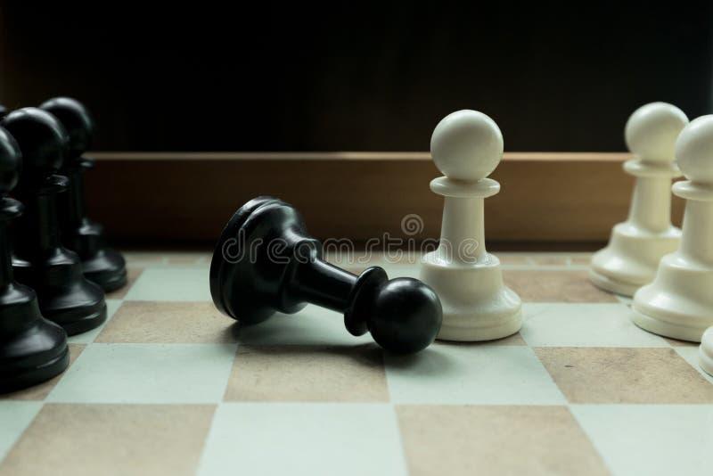 Disparado de mover-se branco da casa da placa de xadrez Líder de negócio Concept Foco seletivo fotografia de stock