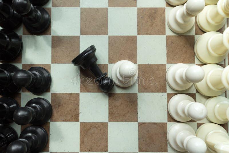 Disparado de mover-se branco da casa da placa de xadrez Líder de negócio Concept Foco seletivo imagem de stock