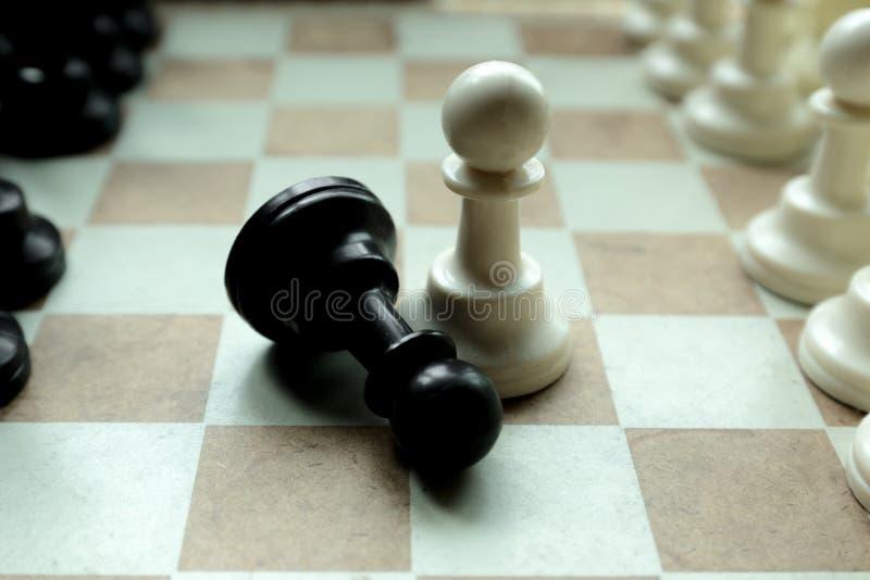 Disparado de mover-se branco da casa da placa de xadrez Líder de negócio Concept Foco seletivo foto de stock
