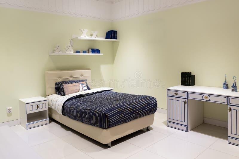 Disparado de uma sala de crianças confortável espaçoso fotos de stock royalty free