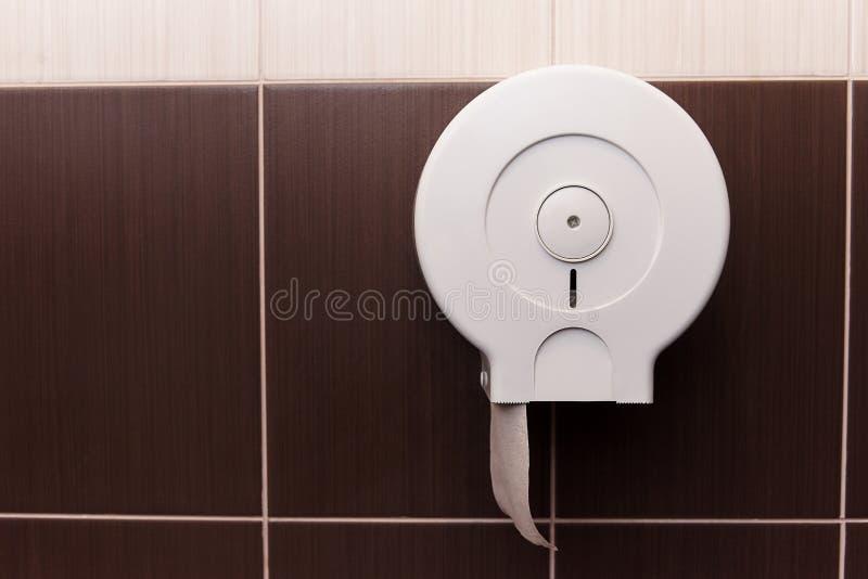 Dispensador del papel higiénico imagen de archivo libre de regalías
