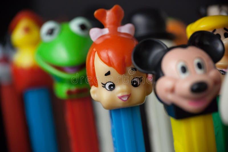 Dispensadores coloridos de Pez fotos de archivo