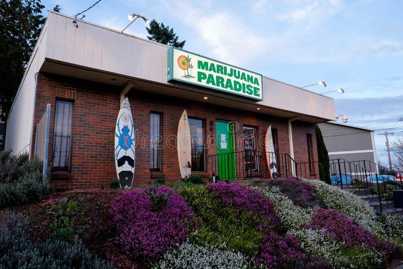 Dispensario del vaso di paradiso della marijuana a Portland Oregon fotografie stock libere da diritti