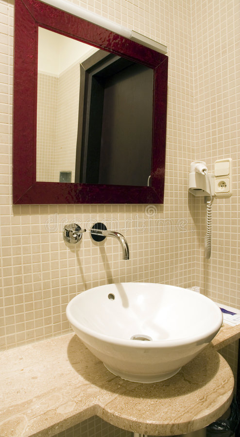 Dispersore della stanza da bagno fotografia stock libera da diritti