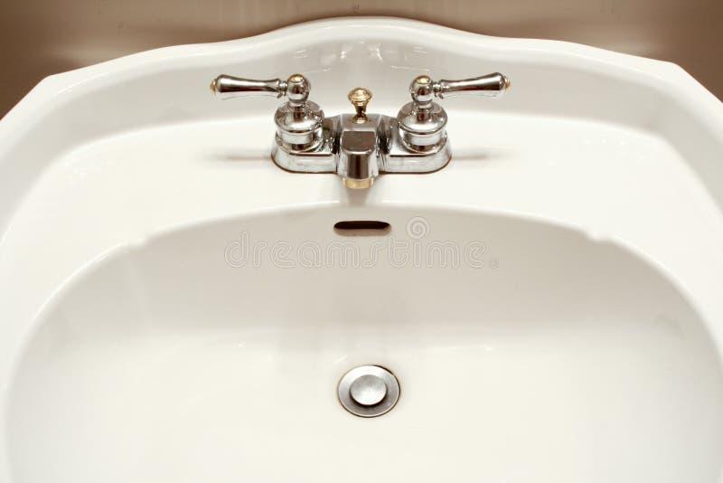 Dispersore e rubinetto fotografie stock libere da diritti