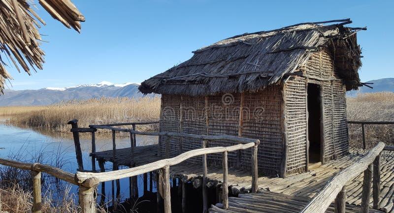 Dispilio卡斯托里亚,希腊的史前湖边解决 免版税图库摄影