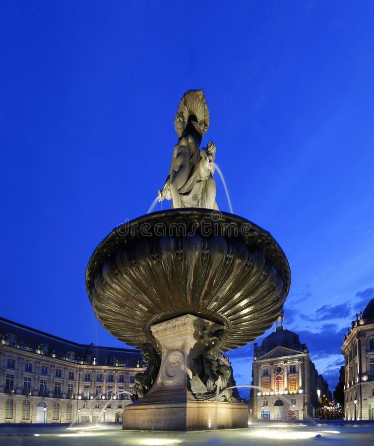 Disponga de la bourse in Bordeaux entro la notte fotografie stock