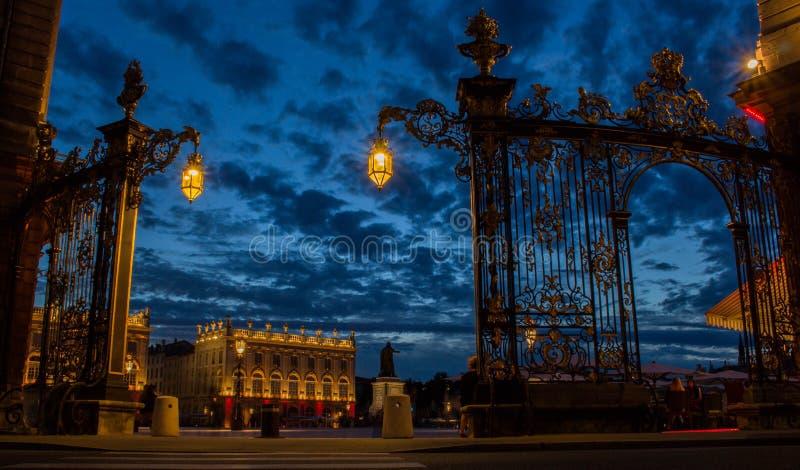Disponga il recinto di stanislas alla notte con illuminazione piacevole fotografia stock