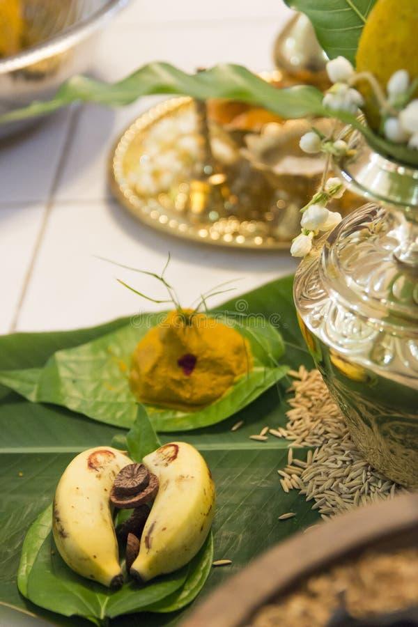 Disposição hindu tradicional da exposição do casamento imagens de stock