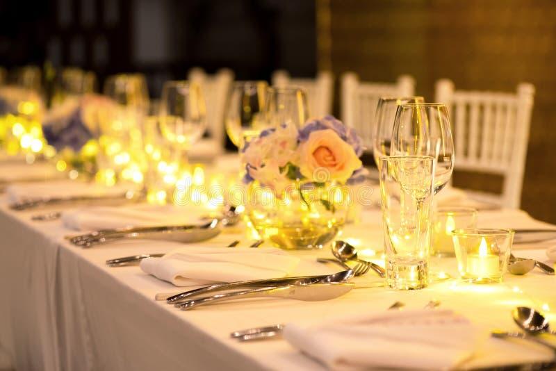Disposición de lujo de la boda de la cena romántica fotografía de archivo libre de regalías