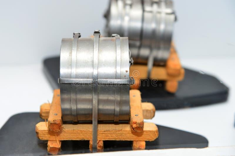 Disposición del metal en frío después de rodar en un rollo en un producto embalado en la industria metalúrgica fotografía de archivo libre de regalías