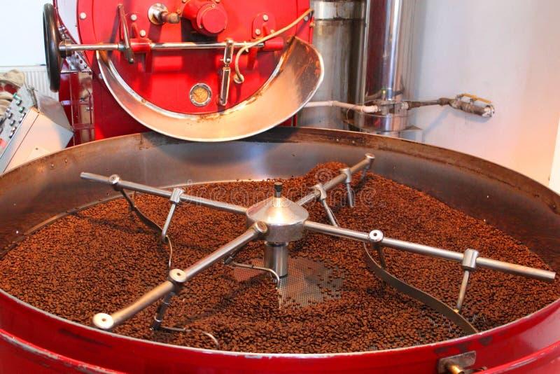 Dispositif à rôtir et à sécher des grains de café images libres de droits