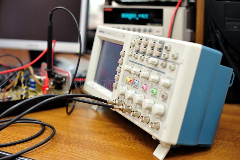Dispositif électronique d'oscilloscope photos stock