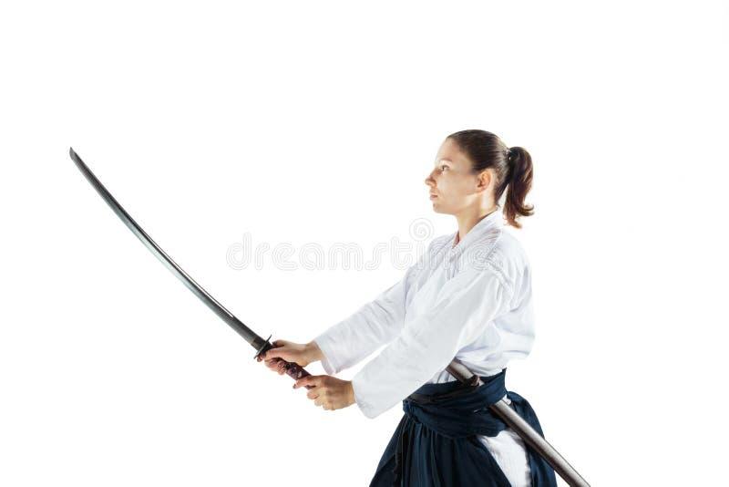 Dispositif de défense principal de pratiques en matière d'Aikido Mode de vie et concept sains de sports Femme dans le kimono blan photos libres de droits