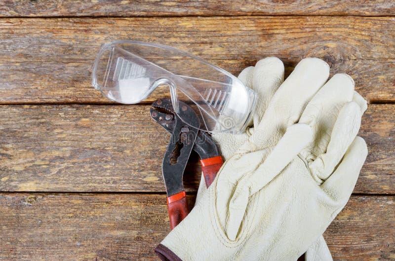 Dispositif de protection de construction de construction de clé de gants de sécurité d'outil photo libre de droits