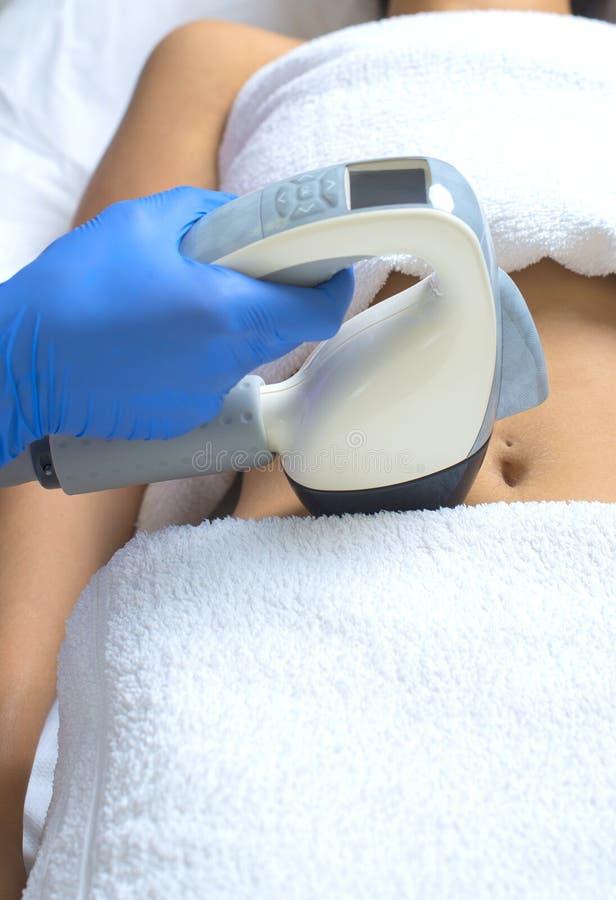 Dispositif de traitement de corps utilisant les derniers et les plus fins progrès technologiques images libres de droits