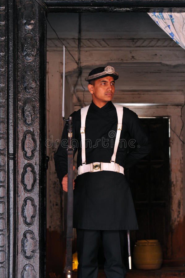 Dispositif protecteur népalais devant Royal Palace photos stock