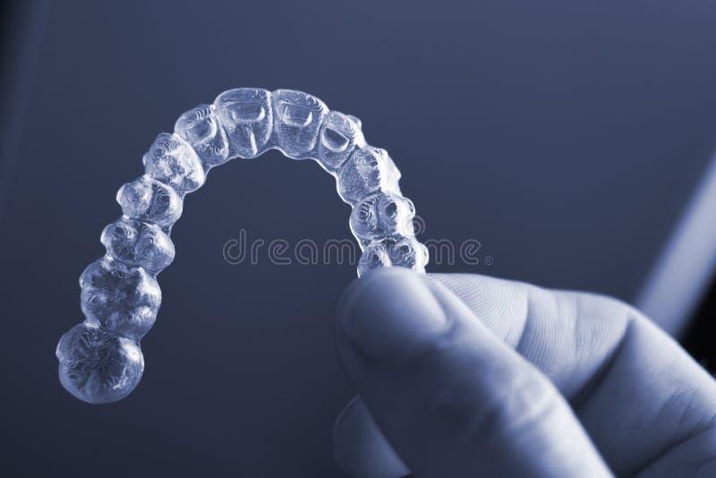 Dispositifs d'alignement dentaires invisibles de dents image libre de droits