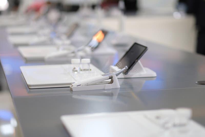 Dispositifs pour le traitement de canal radiculaire photo stock