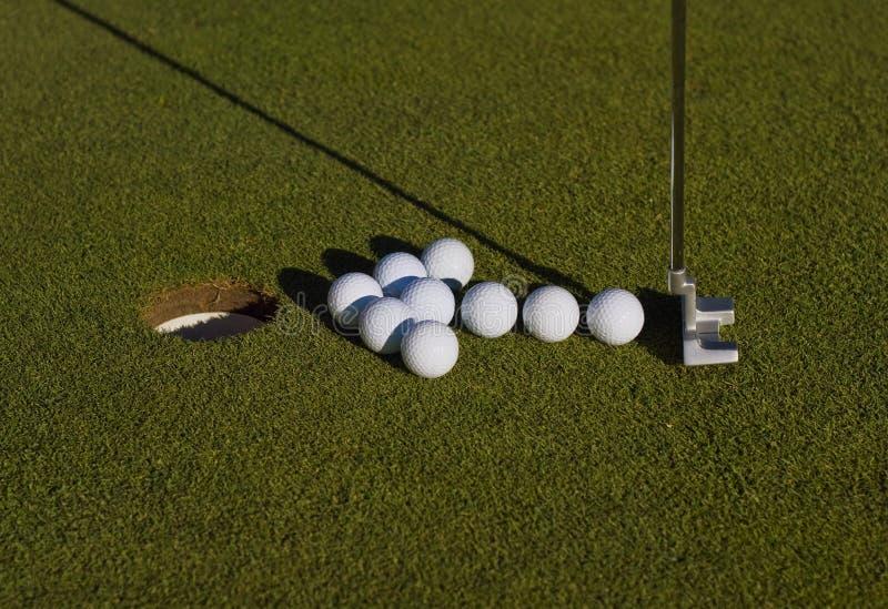 Disposition de flèche des billes de golf image stock
