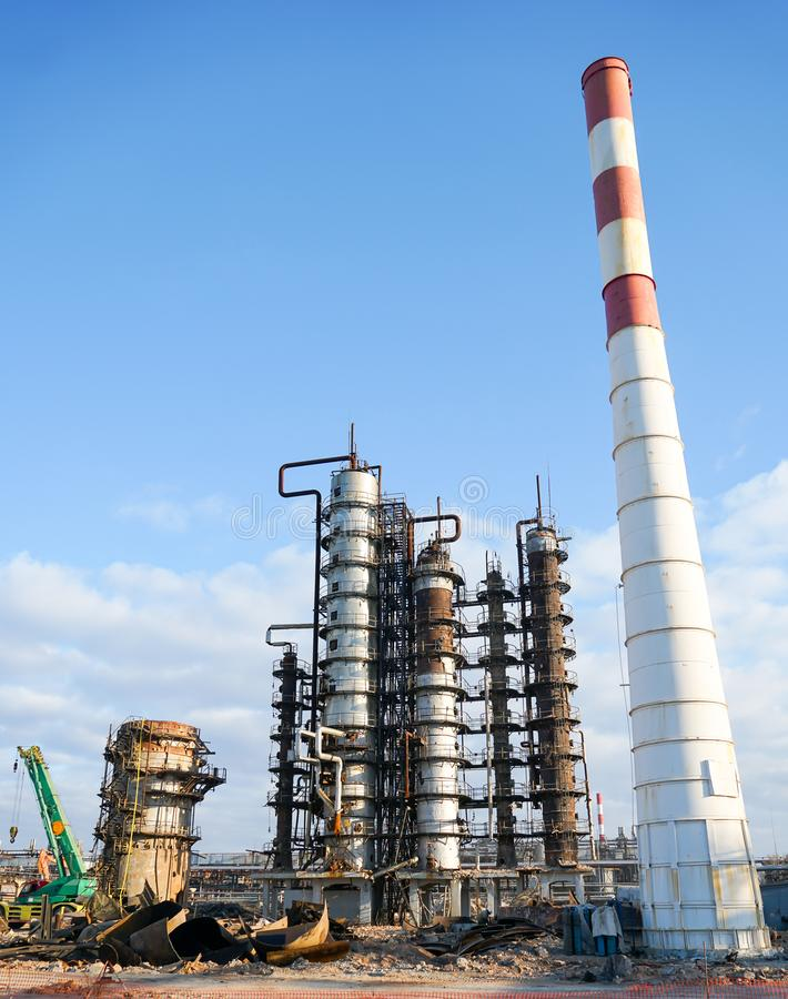 Disposition de l'installation technologique pour la fabrication des produits pétroliers légers à une raffinerie en Russie photographie stock