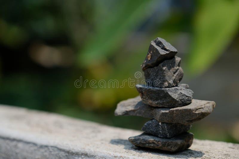 Disposition des pierres selon la m?thode de zen photo stock