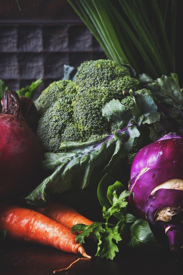 Disposition propre saine de consommation, nourriture végétarienne et concept de nutrition de régime Divers ingrédients de légumes image libre de droits