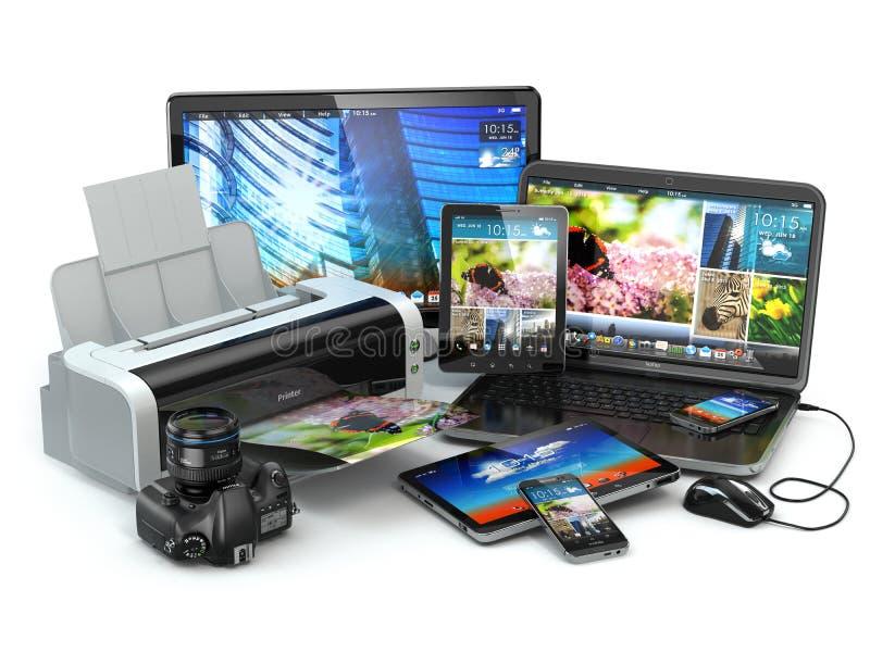 Dispositivi del computer Telefono cellulare, computer portatile, stampatrice, macchina fotografica e tabl royalty illustrazione gratis