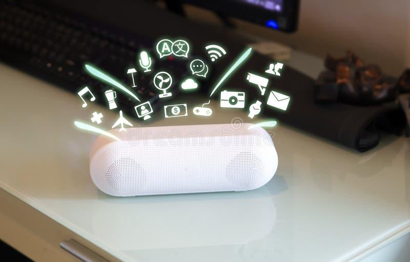 Dispositivo assistente do Smart Home, Assistente virtual, Inteligência artificial, Conceito de IOT de controle do Home ilustração do vetor