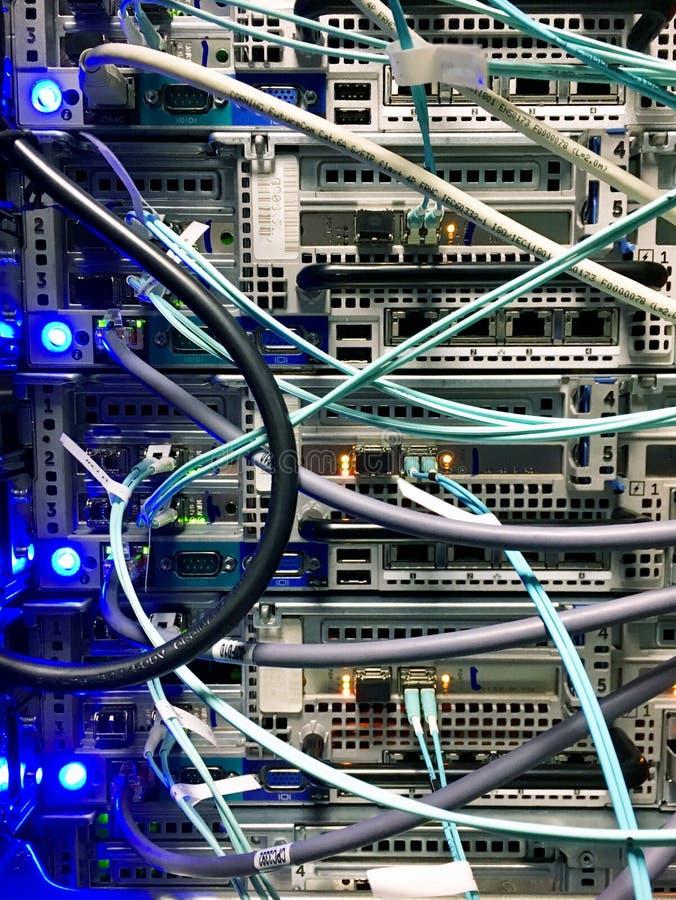 Dispositivo da rede na sala do servidor imagens de stock