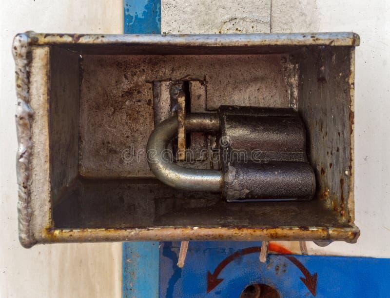 Dispositivo de proteção que torna difícil quebrar um cadeado foto de stock royalty free