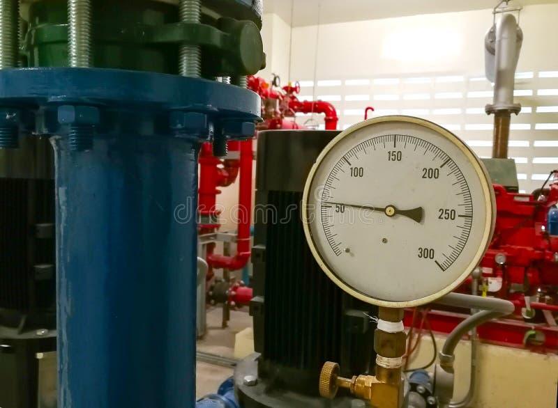 Dispositivo de reserva del generador de la electricidad en el cuarto imagen de archivo
