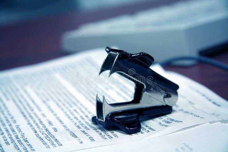 Dispositivo di rimozione della graffetta fotografie stock