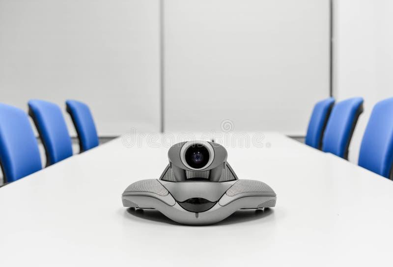 Dispositivo di videoconferenza nella sala riunioni immagini stock libere da diritti