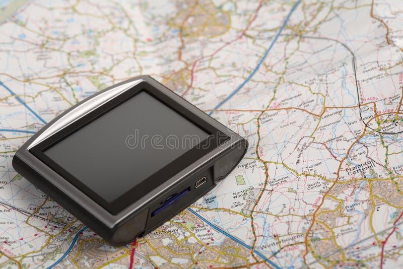 Dispositivo do GPS em um mapa fotos de stock royalty free